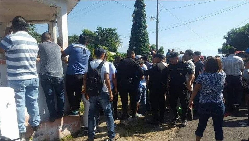 Descarga eléctrica mata a cinco hombres cuando colocaban árbol navideño