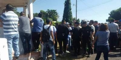 Guatemala: decoraban un árbol de Navidad y murieron electrocutados