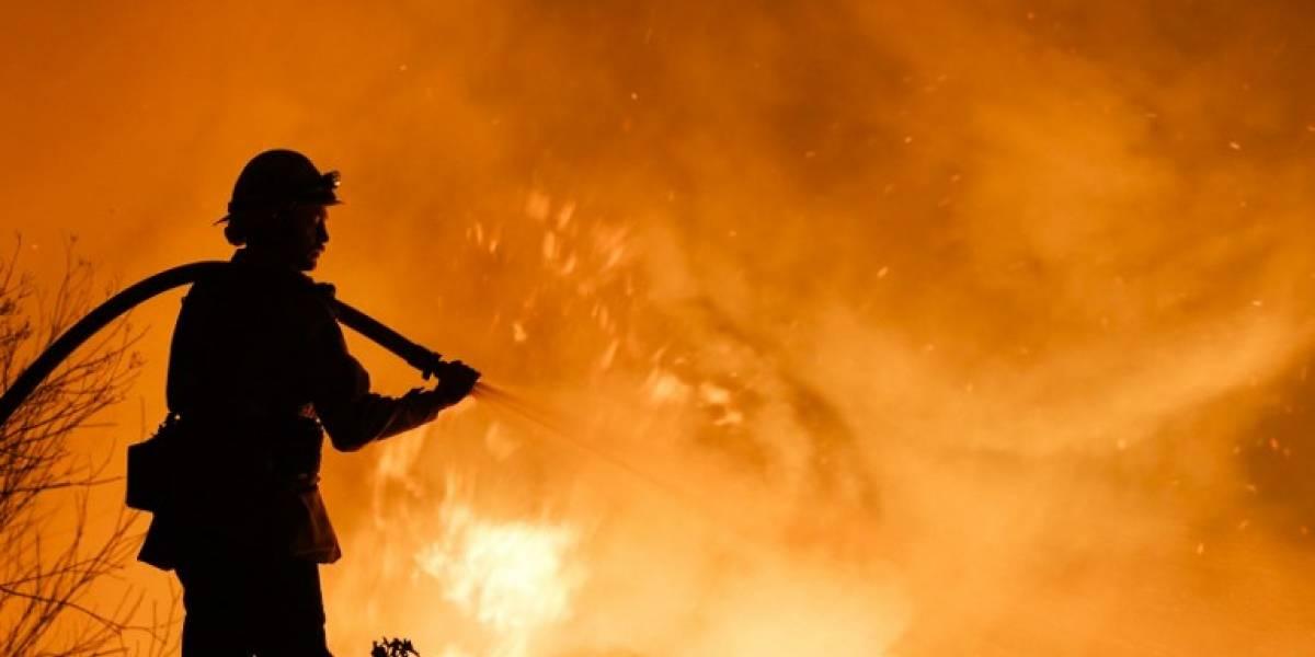 FOTOS. Gigantesco incendio deja al menos un muerto en California
