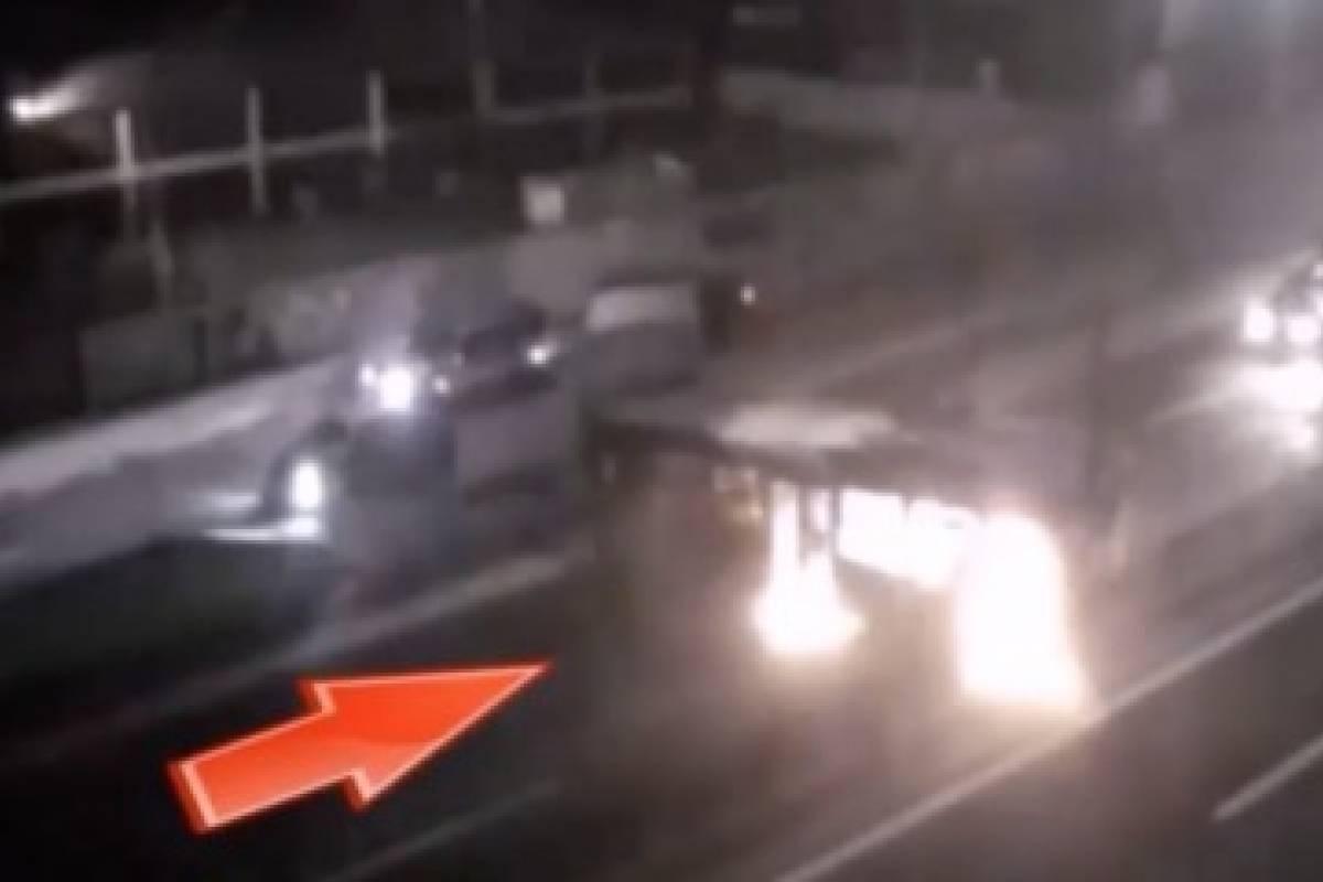 Cámaras resuelven violenta quema de buses del Transantiago ocurrida en julio