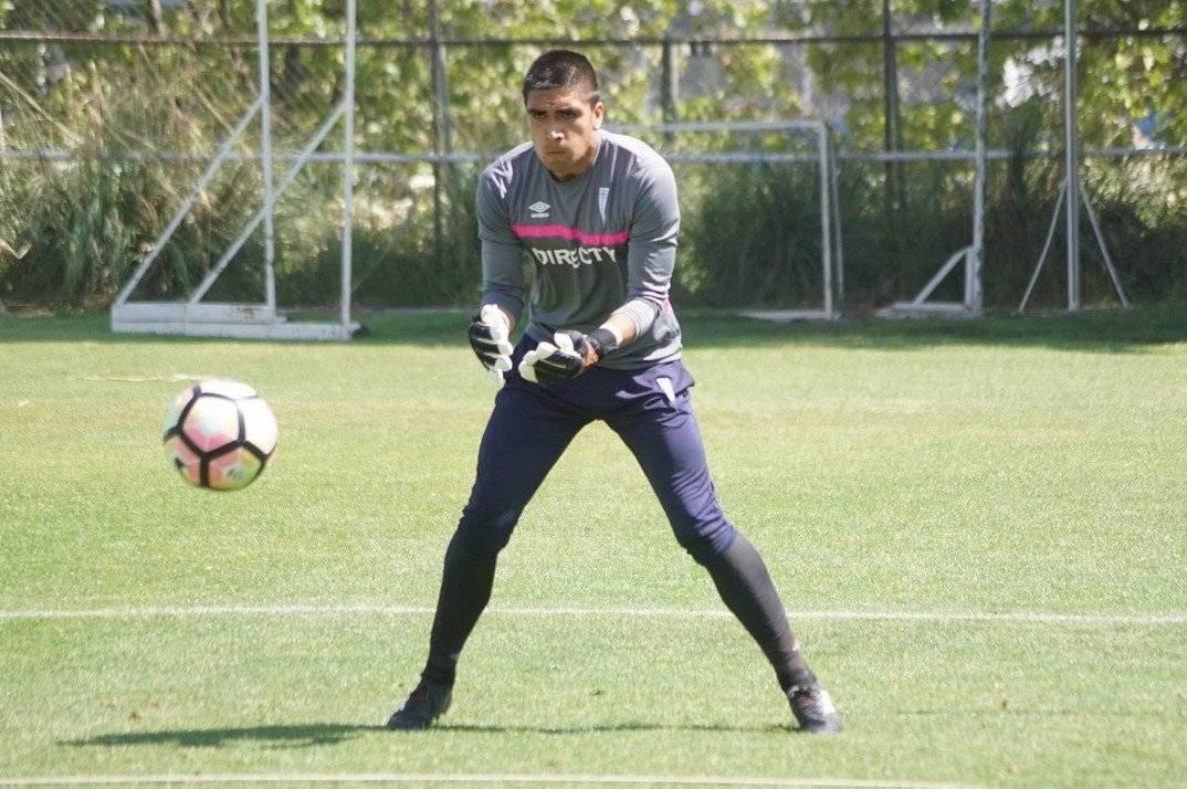 Álvaro Ogalde, de 20 años, aún no vive su debut a nivel profesional / Foto: cruzados.cl
