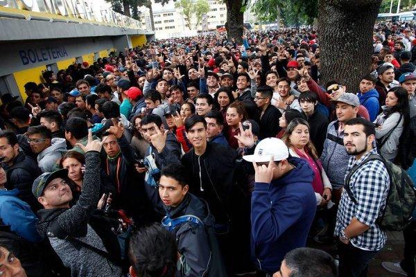 Los hinchas de Colo Colo hicieron largas filas en el Ester Roa / imagen: Photosport