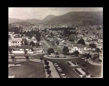 Paisaje del redondel del Hotel Quito (12 de octubre y Orellana) en los años 60s Quito Nostálgico