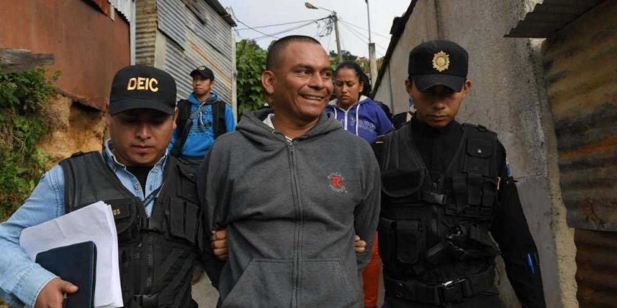 Presunto líder pandillero, sus hermanos y su esposa son detenidos en allanamientos