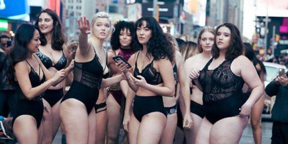 Modelos de talla grande paralizan Times Square