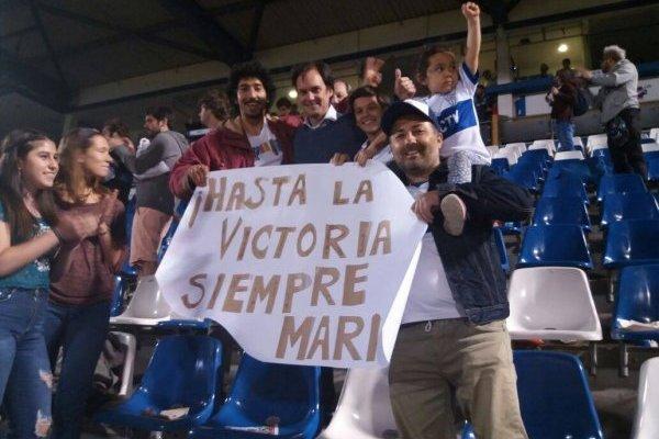 El hijo de Mario Salas acompañó a su padre / imagen: Pablo Serey-El Gráfico Chile