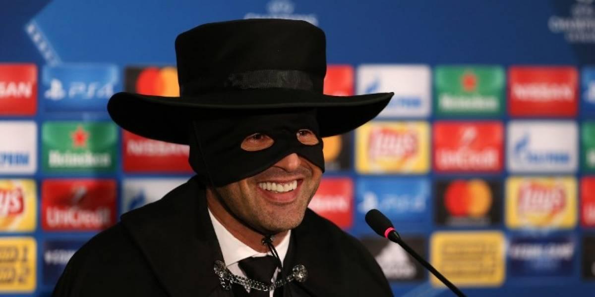 La historia del técnico que terminó disfrazado del Zorro en la Champions League