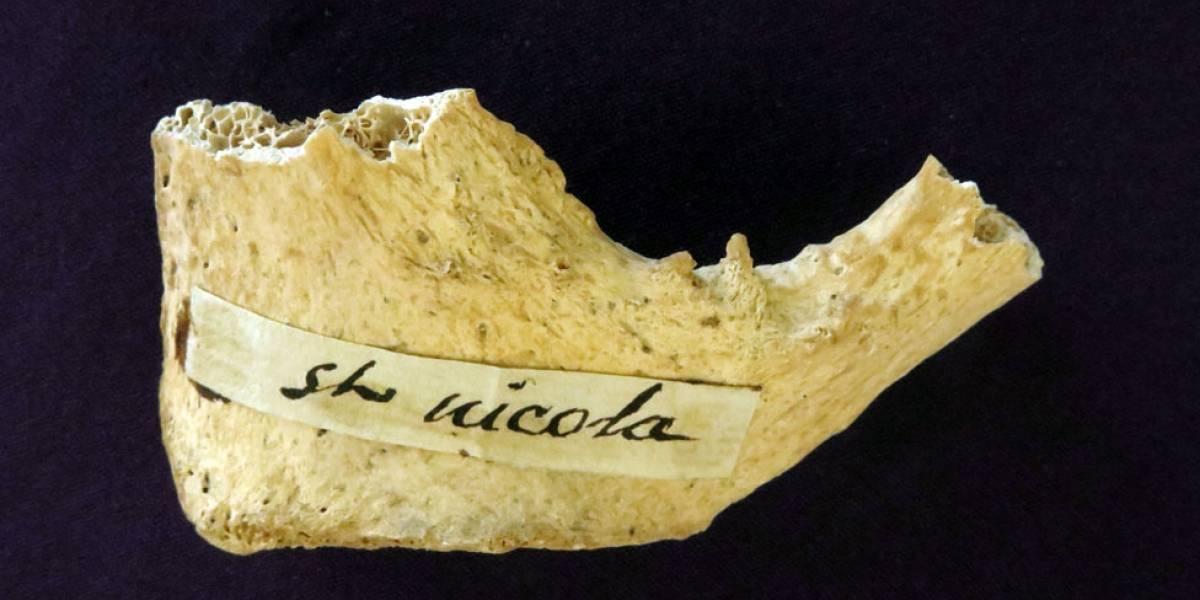 """Exame atesta idade de fragmento de osso que seria do """"Papai Noel"""""""