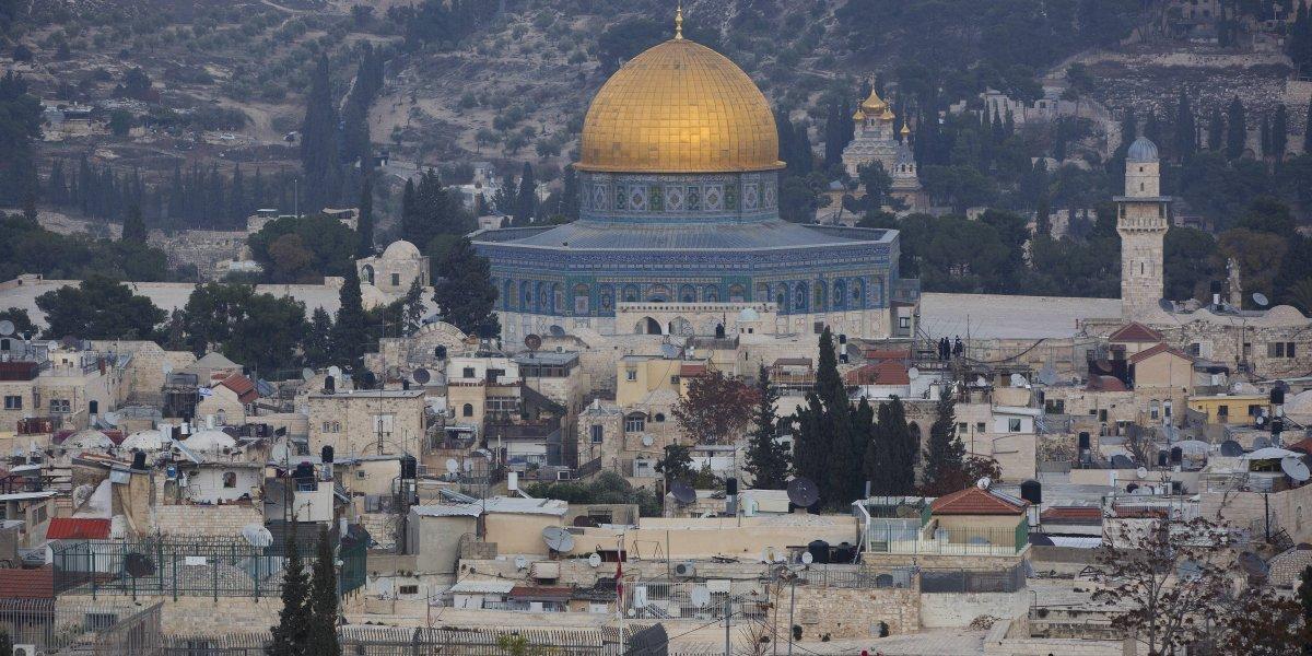 Francisco pide respetar el status de Jerusalén