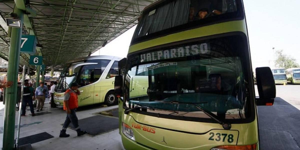 Cerca de un millón de chilenos viajarán en bus este fin de semana largo