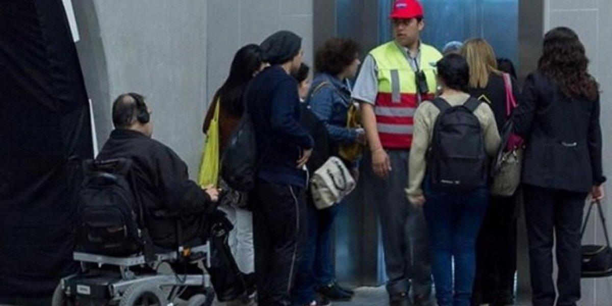 No use ascensor ni asiento para personas situación de discapacidad: ellos tardan 18 minutos más en traslados en Santiago
