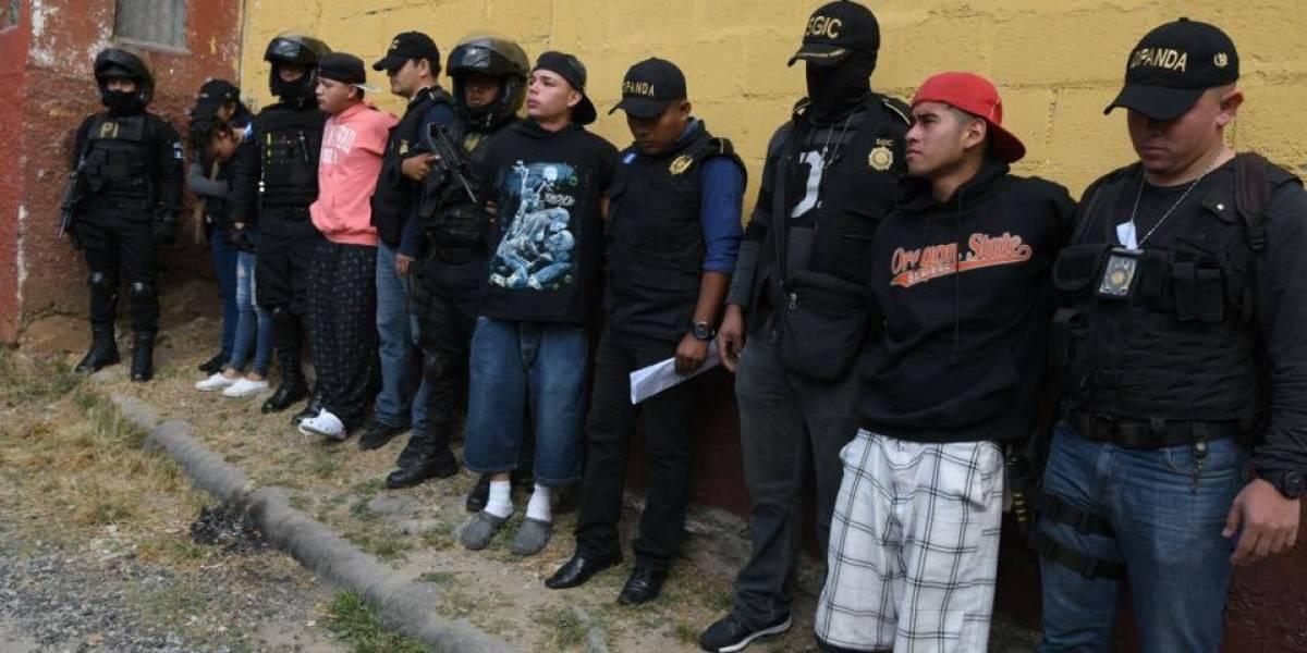 """Los """"Rosales"""" son detenidos por supuestamente integrar clica del Barrio 18"""