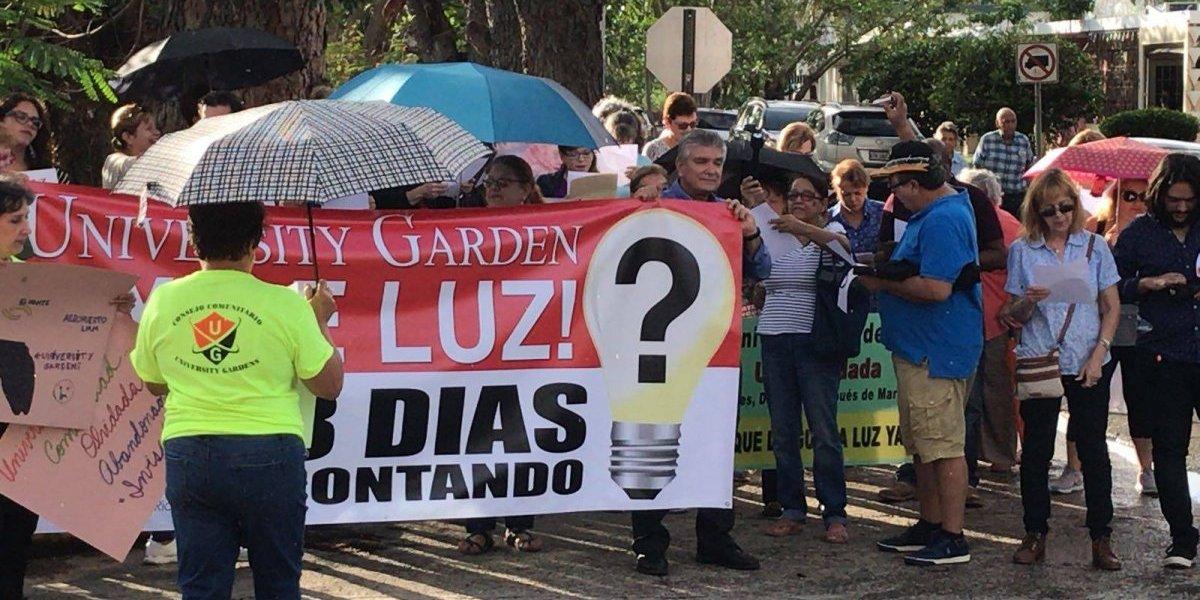 Residentes de urbanización de San Juan protestan por falta de luz