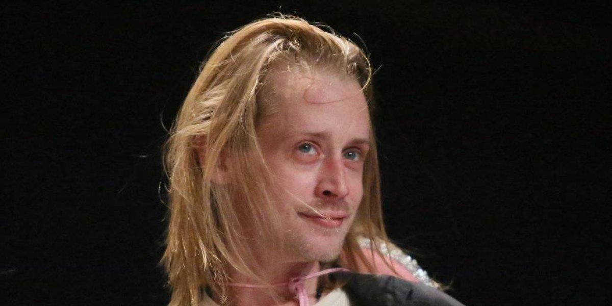 Macaulay Culkin fue captado rejuvenecido, enamorado y de la mano de Brenda Song