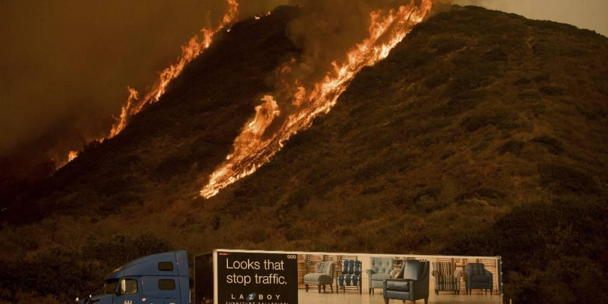 Impresionantes incendios consumen bosques, edificios y mansiones en California