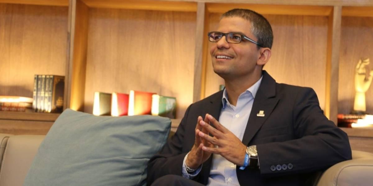 """""""La educación es la única manera de poder transformar la sociedad"""": Luis Guillermo Patiño"""