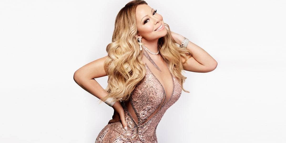 """Mariah Carey deja en shock a sus fans al firmar autógrafos en una """"silla invisible"""""""