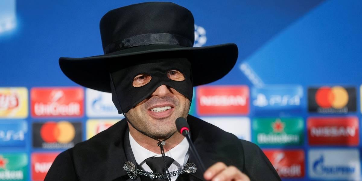 Técnico do Shakhtar cumpre promessa e vira Zorro