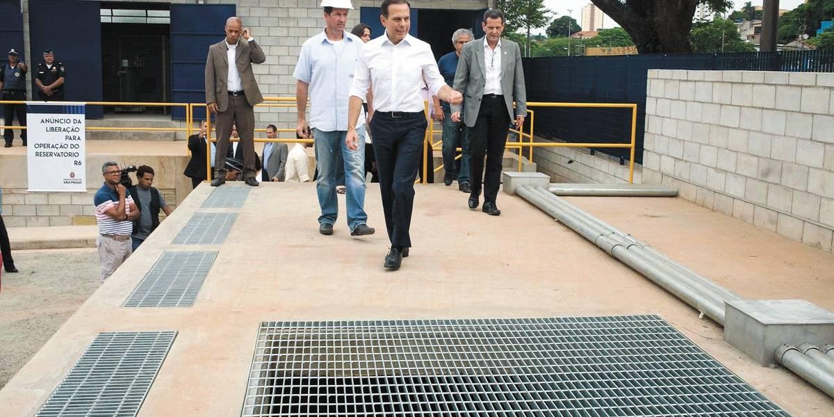 Prefeitura de São Paulo abre piscinão para conter cheias na avenida Aricanduva