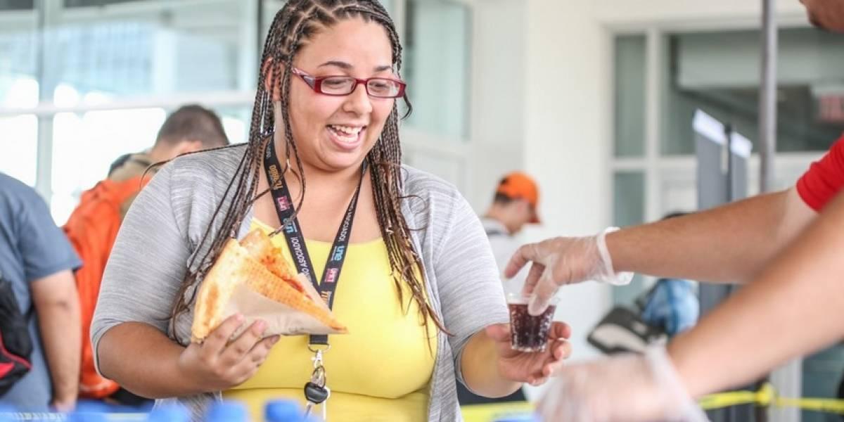 Regalan pizza a estudiantes