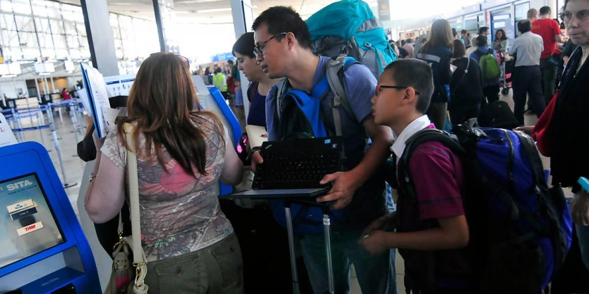 Entre crisis social y coronavirus: qué pasa con los turistas chinos en Chile