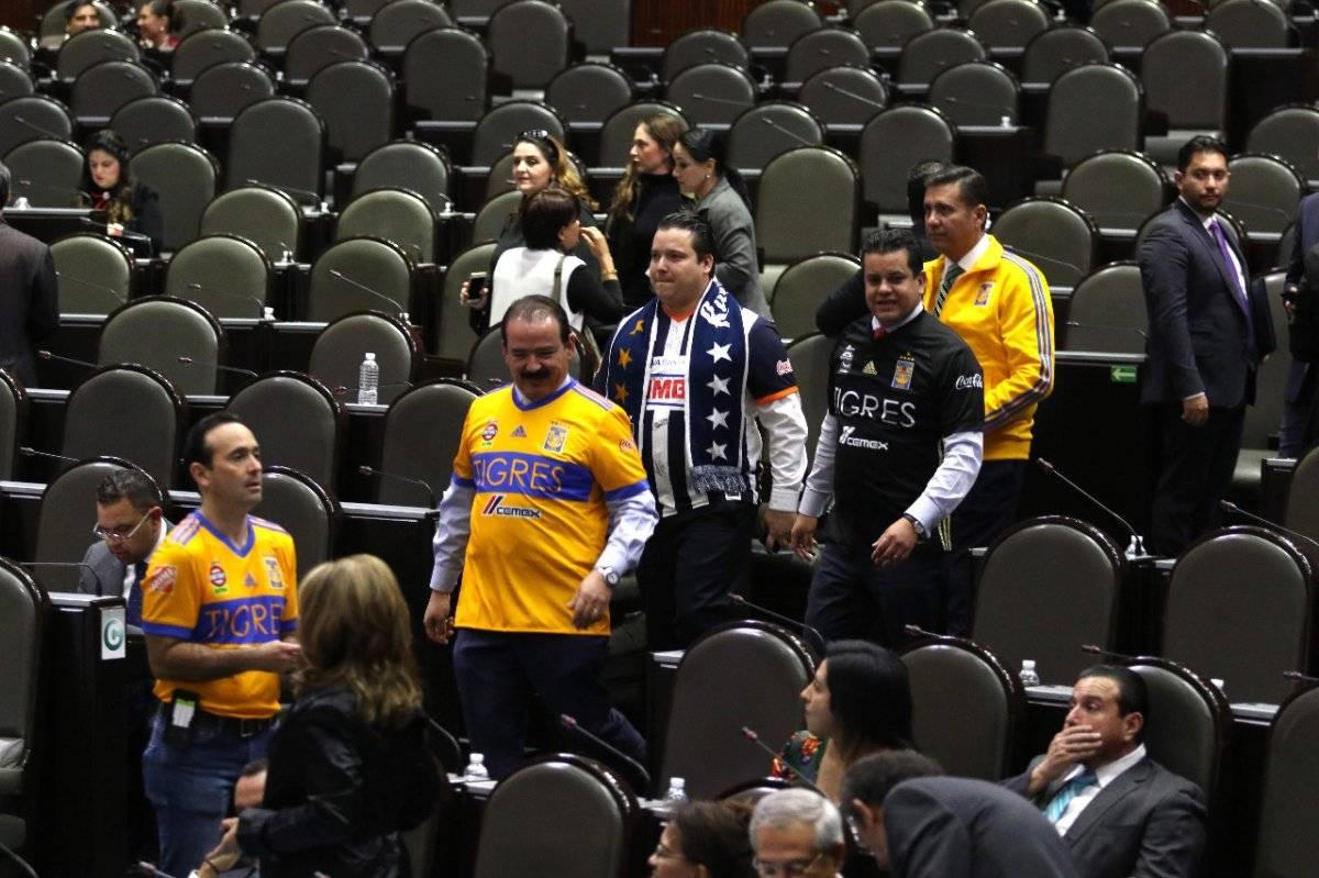 Diputados llegan al congreso con playera de Tigres y Monterrey/Cuartoscuro