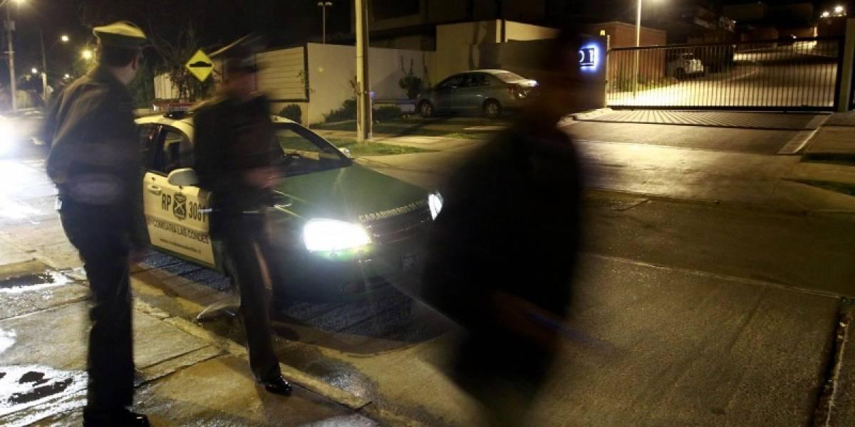 Ni los carabineros se salvan: delincuentes asaltan comisaría y se roban automóvil en Pedro Aguirre Cerda
