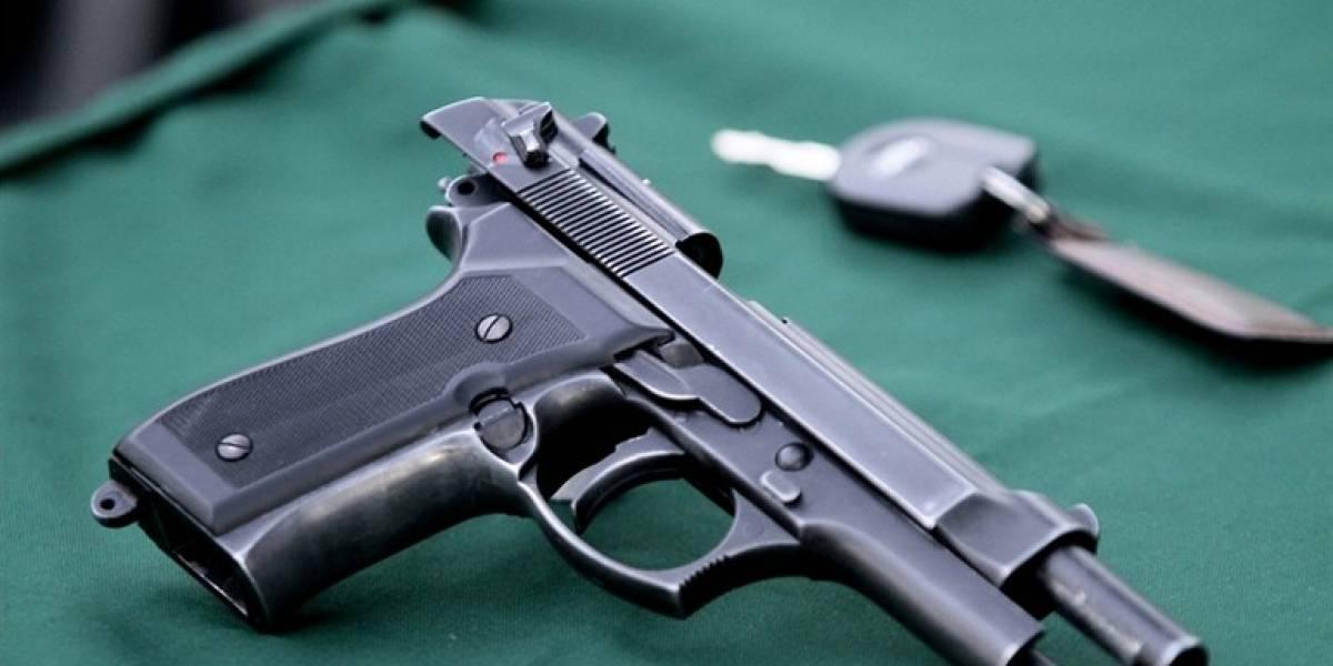Profesor dispara accidentalmente a estudiantes durante una clase en California