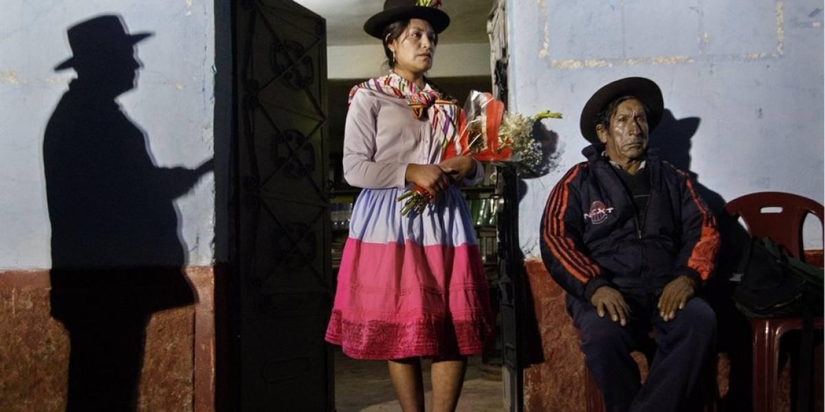 """""""El Estado puede olvidarse de ti, otras personas pueden olvidarse de ti, pero una madre jamás puede olvidarse de su hijo"""": Ángela Ponce, la fotógrafa que retrata la búsqueda de desaparecidos en Perú"""