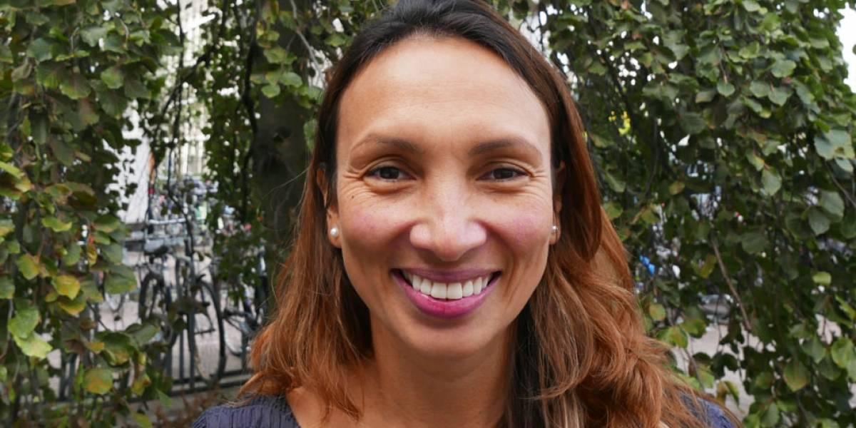 """""""Los estereotipos son como los agujeros negros del universo porque atrapan a las personas"""": únete a nuestro Facebook Live con la física colombiana Alexandra Olaya Castro"""
