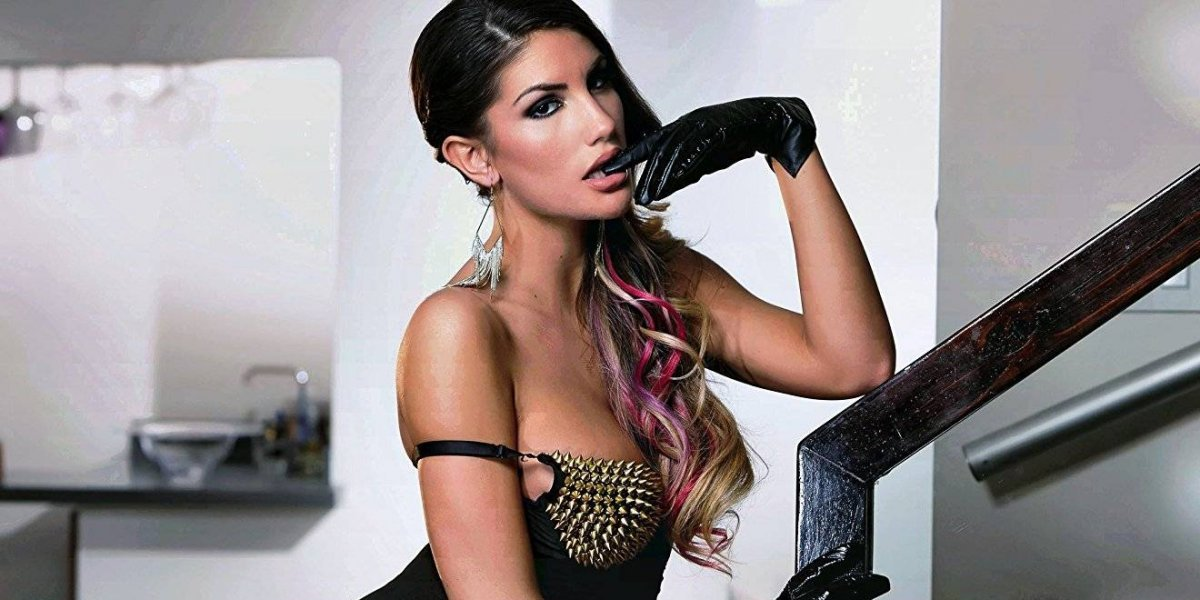 Por 'bullying' en la red, se suicida actriz porno August Ames