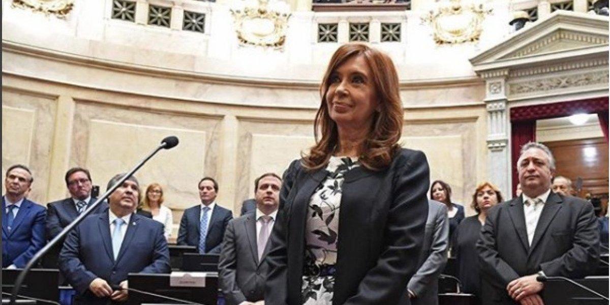 Juez pide desafuero y prisión preventiva para Cristina Fernández 'por encubrir terroristas'