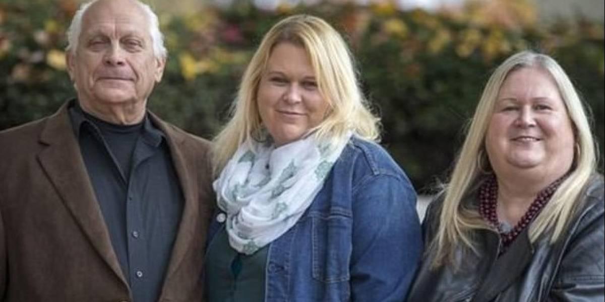 Abandonaron a su hija al nacer y 39 años después la adoptaron y se convirtieron finalmente en una familia