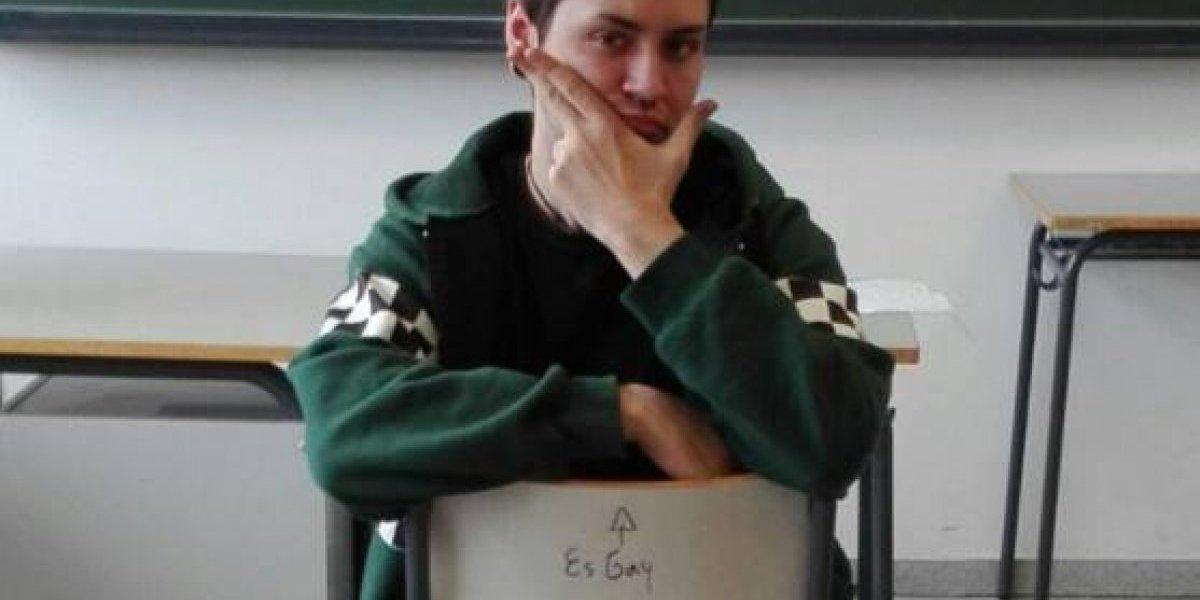 """""""No te conozco, pero ahora te quiero, ídolo"""": La notable respuesta de un joven luego de que en una silla del instituto escribieran """"es gay"""""""