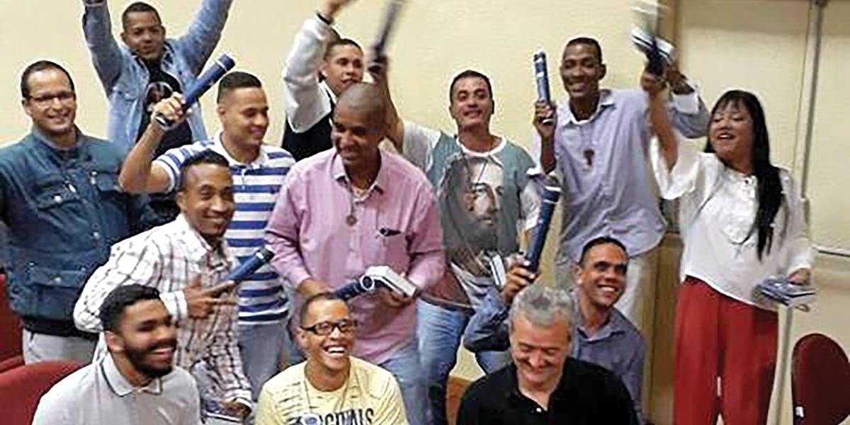 Moradores de rua conquistam diploma em universidade e formam cooperativa em São Bernardo