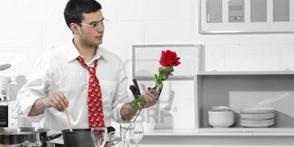 Mais de 80% dos homens fazem tarefas domésticas; mulheres trabalham o dobro, diz IBGE