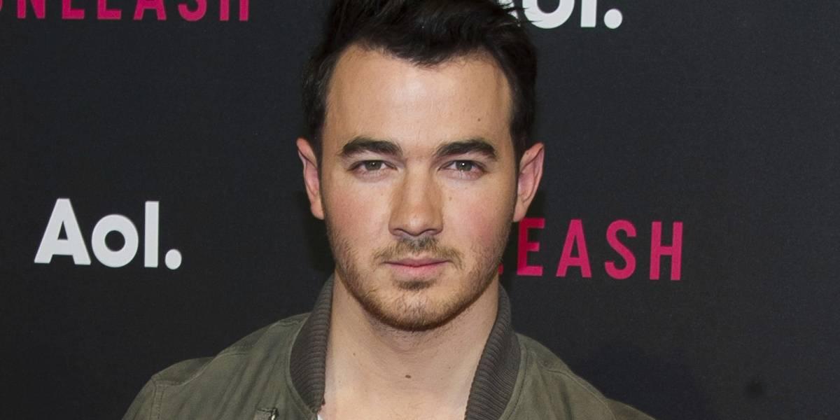 Ex integrante de Jonas Brothers comparece ante FIFA
