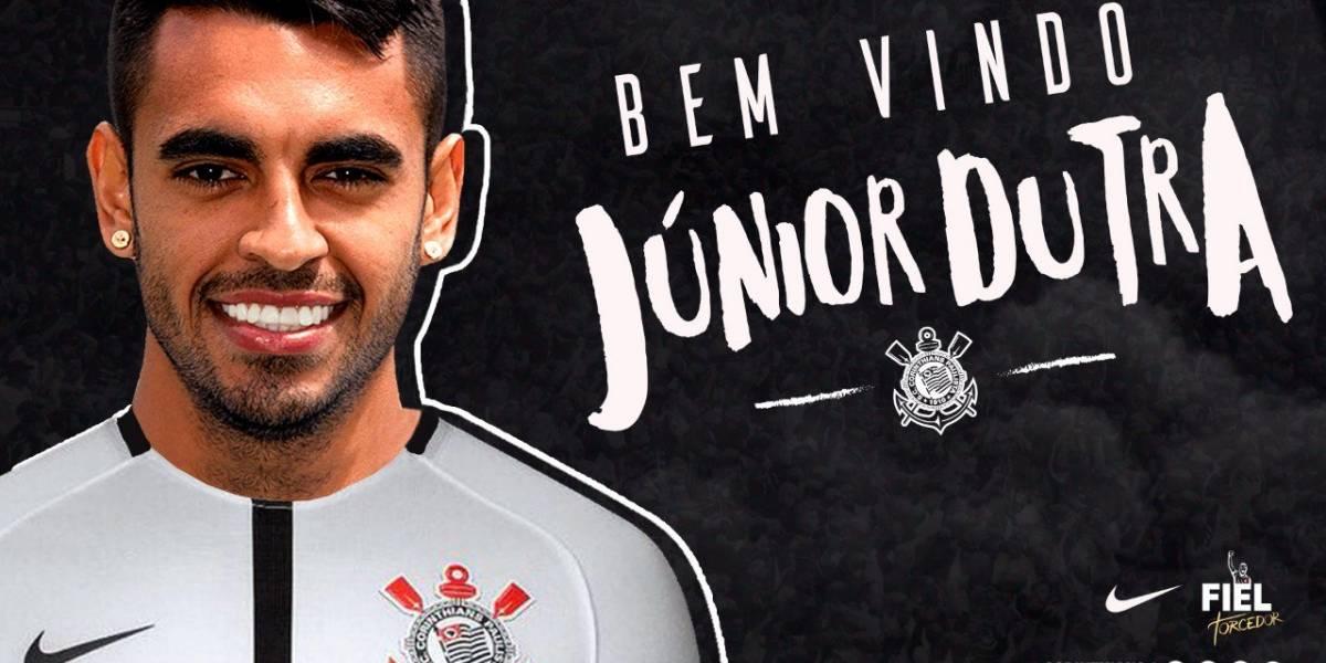 Corinthians anuncia a contratação do atacante Júnior Dutra