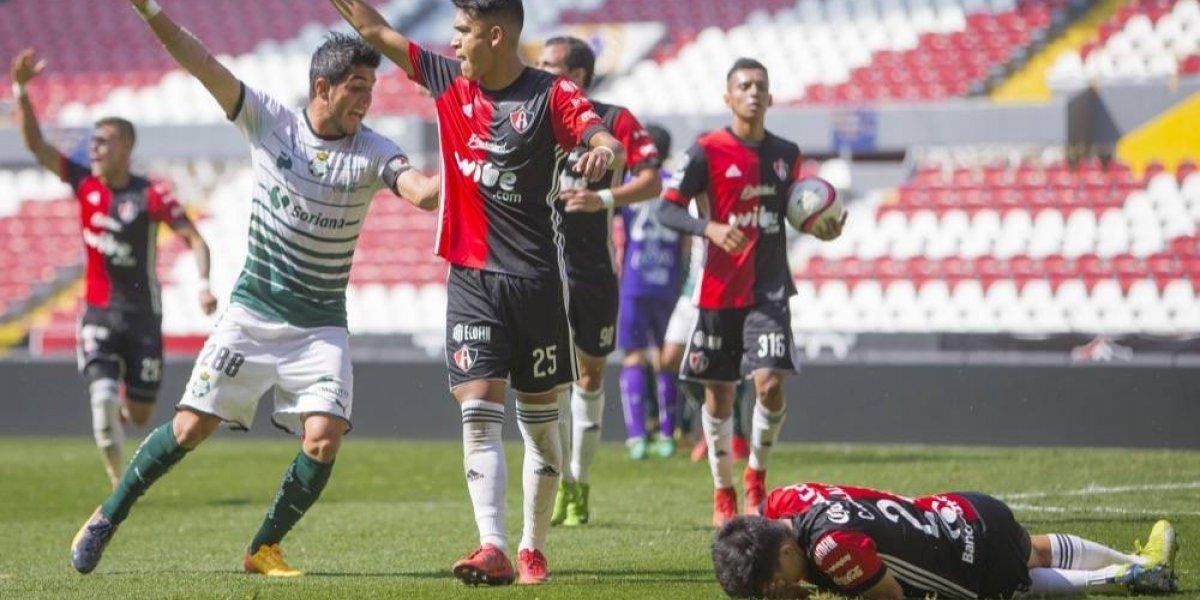 Cristian González, lateral del Atlas, sufrió fractura de peroné
