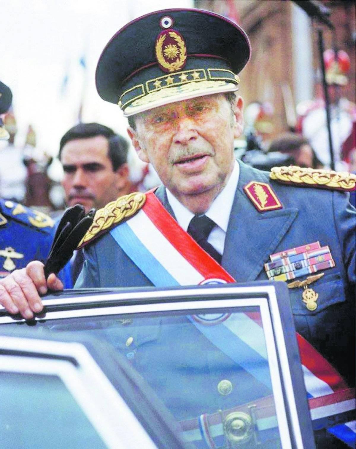 PARAGUAY: ALFREDO STROESSNER. 1954-1989 (35 años)
