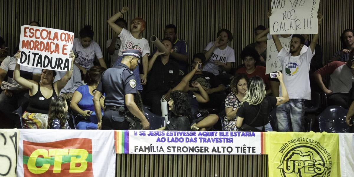 Protesto de estudantes termina em confusão na Câmara de São Paulo