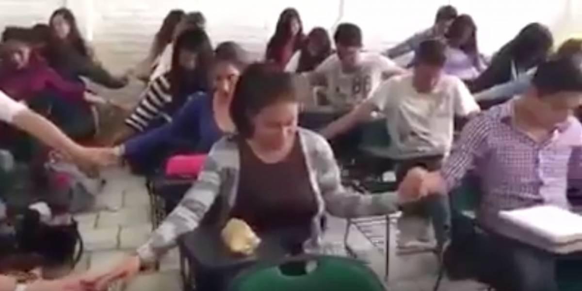 """Estudiantes piden a Dios """"fuerza e inteligencia"""" para aprobar un examen"""