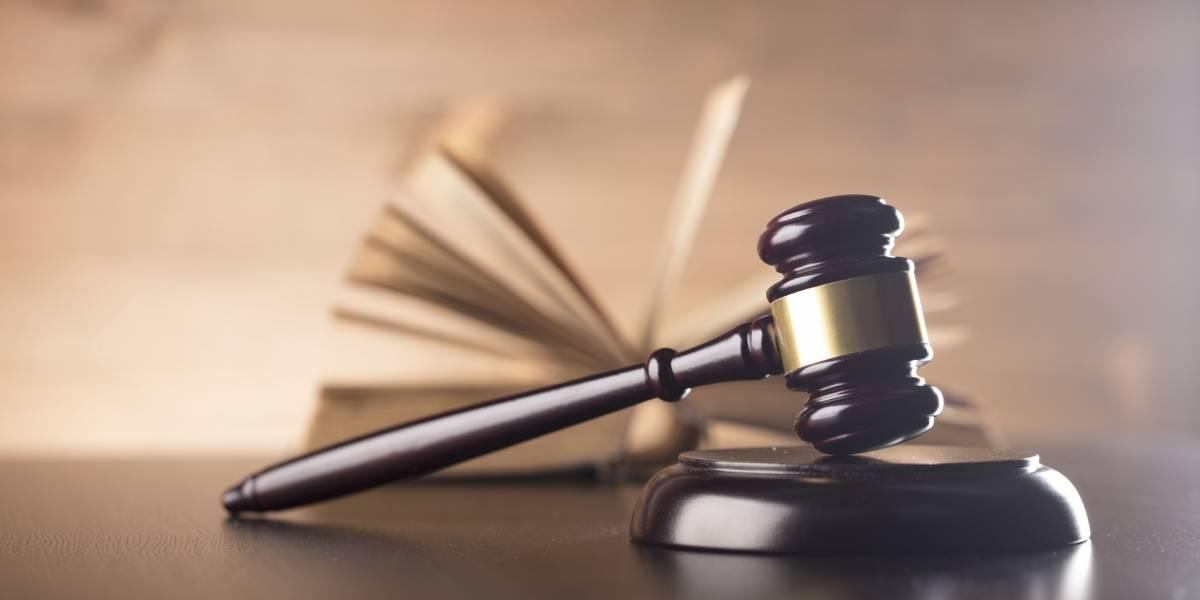 Justicia somete cargos contra dueña de hogar de ancianos
