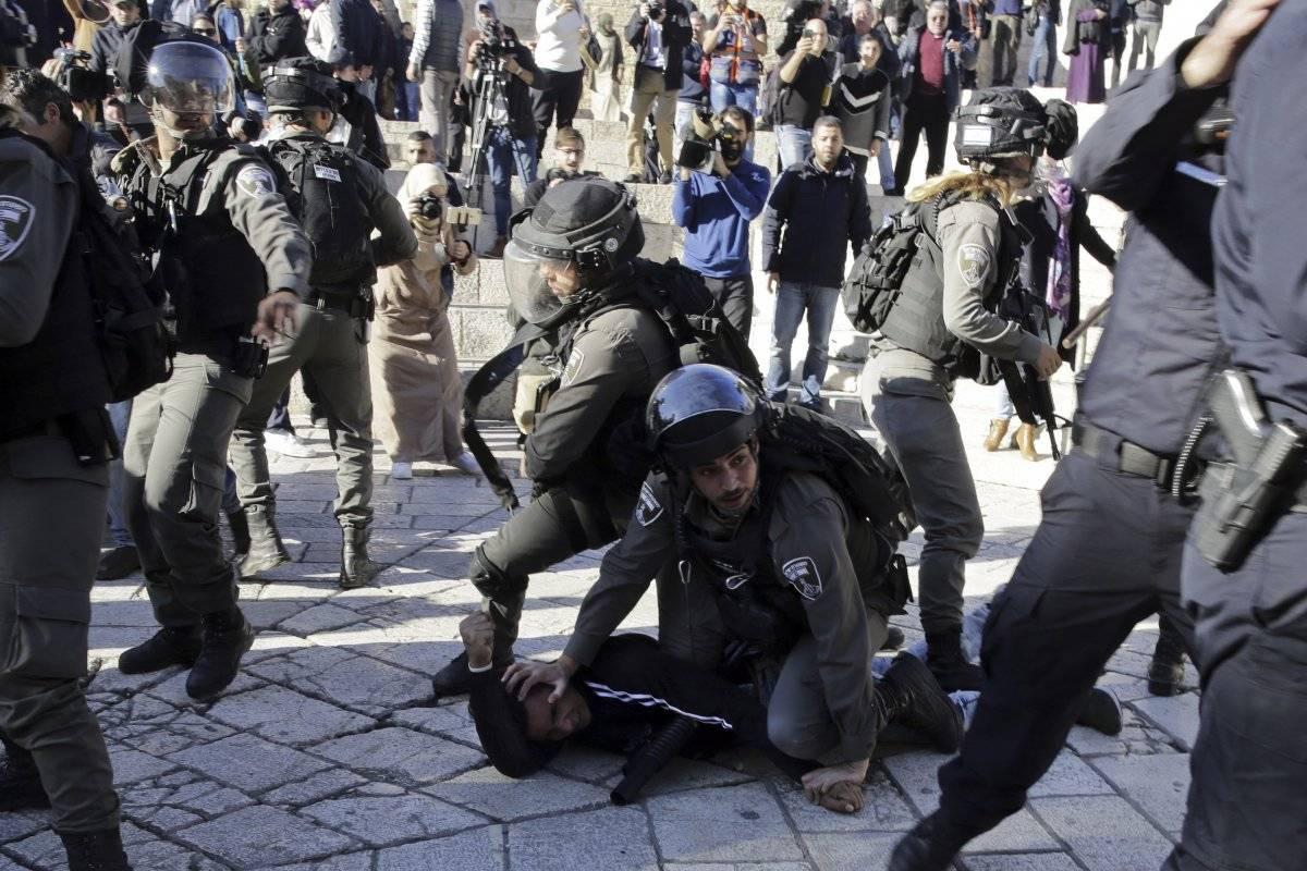 Enfrentamiento en la Puerta de Damasco, en Jerusalén Foto: AP