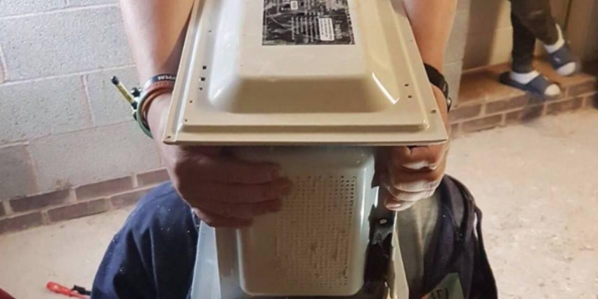 """Atascó su cabeza en el microondas para obtener muchos """"me gusta"""" en Youtube"""