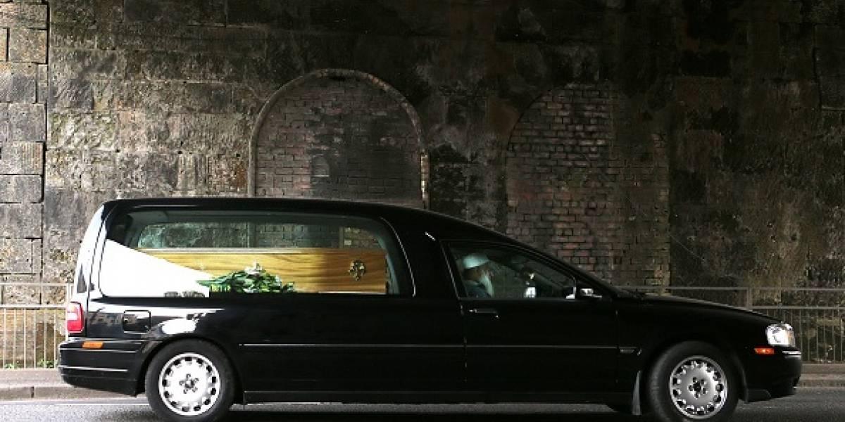 Video: Así salió expulsado un cadáver de un carro fúnebre