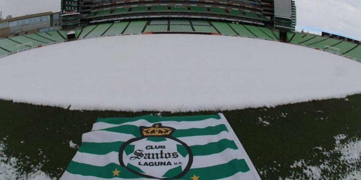 Estadio de Santos quedó blanqueado tras nevada