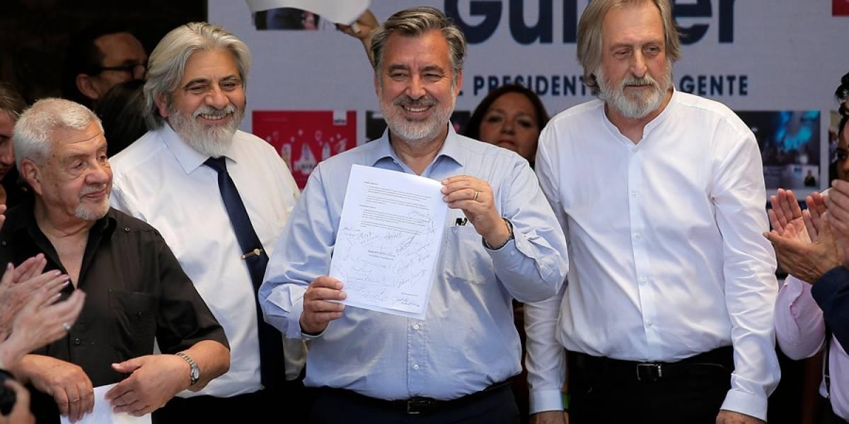 Alejandro Guillier suscribe compromiso y propone eliminación del impuesto al libro