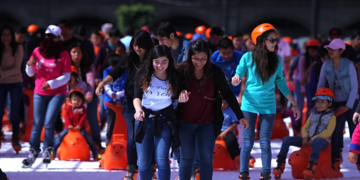 Todo listo en el Zócalo capitalino para inauguración de pista de hielo