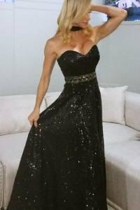 La animadora y cantante, Sonya Cortés, también ha vestido los diseños de Maritza Camarero. / Suministrada